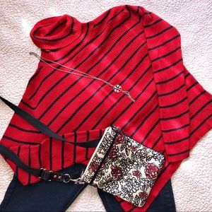 🐰 4/$25 Red and black striped turtle neck large